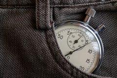 葡萄酒古董秒表,在棕色牛仔布口袋,价值措施时间,老时钟箭头分钟,第二个准确性定时器纪录 免版税库存图片