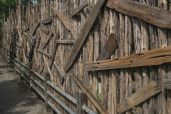 葡萄酒和老木墙壁背景 库存照片