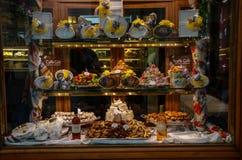 葡萄酒咖啡馆gelato Caffe Gilli食物陈列室在佛罗伦萨 图库摄影