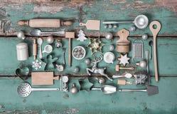葡萄酒国家圣诞节的stlye装饰与木头和成套工具 免版税库存照片