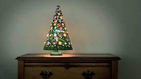 葡萄酒圣诞树灯转动 免版税库存图片