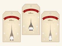 葡萄酒圣诞节与逗人喜爱的地精的礼物标记 图库摄影