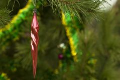 葡萄酒圣诞节装饰品-红色`冰柱` 库存照片