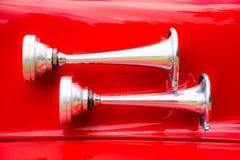 葡萄酒在一辆历史的消防车的信号垫铁 图库摄影