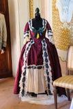 葡萄酒在时装模特的样式礼服 在别墅Sor的Napoleonica事件 免版税库存图片