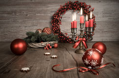 葡萄酒在木头的圣诞节装饰 定调子这个图象 免版税库存图片