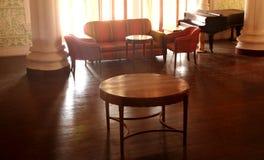葡萄酒在班格洛宫殿称呼了家具套darbar大厅 图库摄影