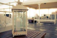 葡萄酒在白色的蜡烛台 免版税图库摄影
