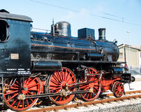 葡萄酒在驻地的蒸汽机车 图库摄影