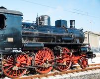 葡萄酒在驻地的蒸汽机车 免版税图库摄影