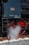 葡萄酒在驻地的蒸汽机车 库存图片