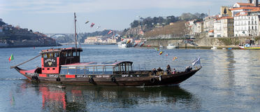 葡萄酒地窖Rabelo小船,波尔图,葡萄牙 免版税库存照片