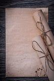 葡萄酒堆在木滚动了中世纪纸 免版税库存图片