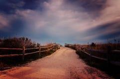 葡萄酒处理了道路的照片对海滩在开普梅,新 图库摄影