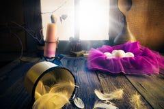 葡萄酒复活节装饰怂恿蜡烛 免版税库存照片