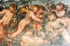 葡萄酒天使绘一个房子在维罗纳 免版税库存图片
