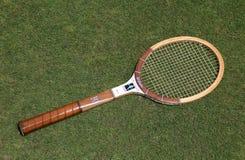 葡萄酒威尔逊克里斯・埃弗特在草网球场的网球拍 库存图片