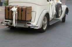 葡萄酒婚礼汽车 库存图片