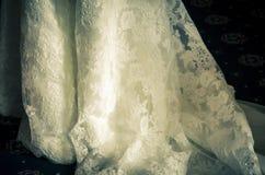 葡萄酒婚礼礼服细节 免版税库存图片