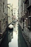葡萄酒安静的威尼斯运河 免版税库存照片