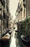 葡萄酒安静的威尼斯运河 库存照片