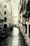 葡萄酒安静的威尼斯运河 图库摄影