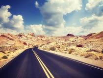 葡萄酒定了调子沙漠路的图片 免版税图库摄影
