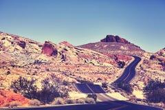 葡萄酒定了调子沙漠路的图片 库存照片