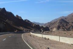 葡萄酒定了调子风景沙漠高速公路在日落 图库摄影