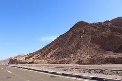 葡萄酒定了调子风景沙漠高速公路在日落 库存照片