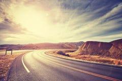 葡萄酒定了调子风景沙漠高速公路在日落 免版税图库摄影