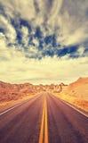 葡萄酒定了调子风景沙漠高速公路,旅行概念,美国 免版税库存照片