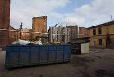 葡萄酒工业红砖大厦在老欧洲城市的工业区 库存照片