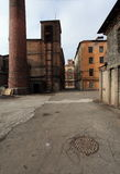 葡萄酒工业红砖大厦在老欧洲城市的工业区 免版税图库摄影