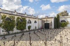 葡萄酒库的外部赫雷斯de la的弗隆特里,西班牙 图库摄影