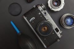 葡萄酒影片照相机和辅助部件 免版税图库摄影