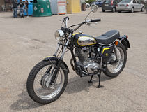 葡萄酒意大利自行车杜卡迪450倒频器 库存图片