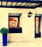 葡萄酒房子的入口 免版税库存图片
