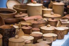 葡萄酒手工制造木碗筷 库存照片