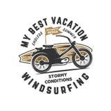 葡萄酒手拉风帆冲浪,冲浪的发球区域图形设计 夏天旅行T恤杉,与减速火箭的冲浪板的海报概念 向量例证