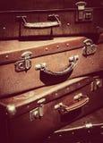 葡萄酒手提箱当旅行背景 库存照片