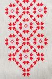 葡萄酒手织的亚麻制纺织品的纹理与刺绣的 种族纹理设计  库存照片