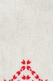 葡萄酒手织的亚麻制纺织品的纹理 与刺绣的背景 图库摄影