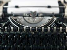 葡萄酒打字机特写镜头 新闻事业博客作者新闻概念 库存照片