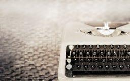 葡萄酒打字机,古色古香的打字机,葡萄酒颜色口气 库存照片