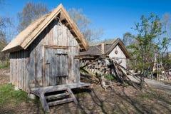 葡萄酒捕鱼装置房子 免版税库存图片