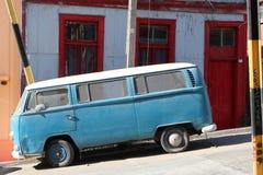 葡萄酒搬运车在老和平的海口市瓦尔帕莱索,世界遗产名录站点和智利的文化首都 库存图片