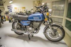 葡萄酒摩托车, 1975年suzuki gt 库存照片