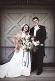 葡萄酒新娘和新郎 免版税库存照片