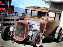 葡萄酒旧车改装的高速马力汽车 库存图片